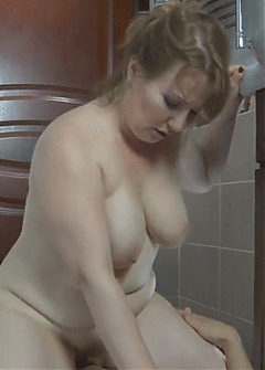 Зрелая Дама Развлекается После Пенной Ванны - Смотреть Порно Онлайн